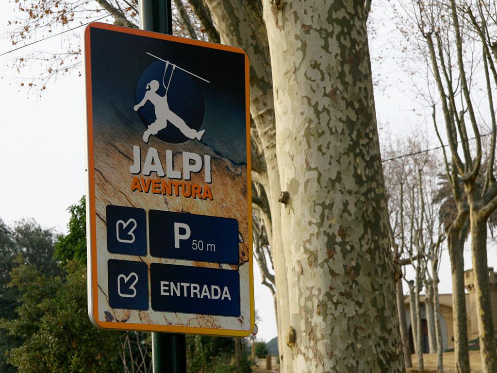 Disseny i senyalització dels rètols de Jalpí Aventura.